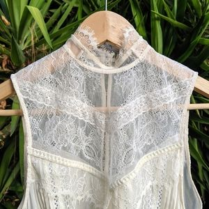 Alice + Olivia Cream Lace silk sleeveless blouse